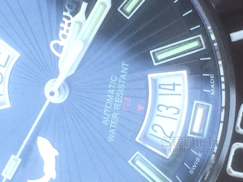 徐鲤版我爱你中国钢琴曲谱-今天刚收到,陶瓷外圈,表带中间黑色也是陶瓷,夜光一般,蓝宝石镜